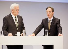 Podium , Winfried Kretschmann , Matthias Wissmann , Handelsblatt Auto-Gipfel 2016