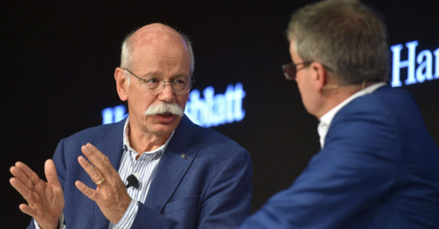 Dr. Dieter Zetsche, Vorsitzender des Vorstands der Daimler AG und Leiter Mercedes-Benz Cars im Gespräch mit Handelsblatt-Herausgeber Gabor Steingart.