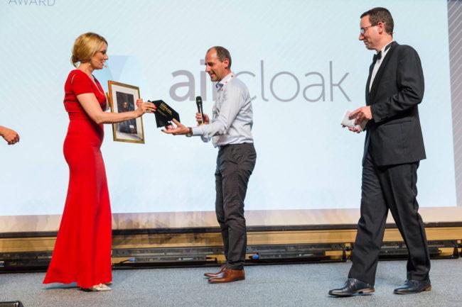 Ellen Frauenknecht und Daniel Schäfer mit Diamond-Star-Gewinner Felix Schupp von Aircloak.