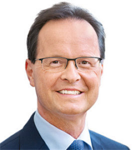 Dr Thomas König